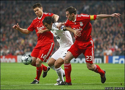 Raul is sandwiched by Liverpool's Xabi Alonso and Jamie Carragher