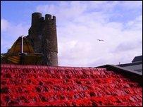 Sgw�r y Castell yn goch