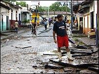 Calle destruída por las lluvias en la ciudad de La Unión, El Salvador, en 2008