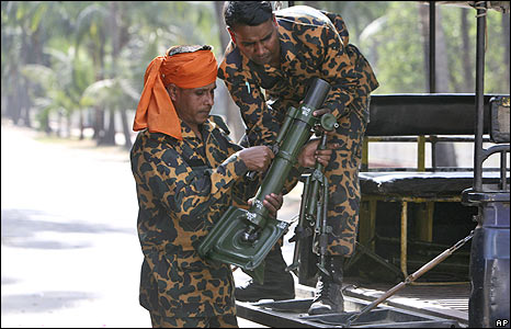 BDR guards prepare to surrender arms at their headquarters in Dhaka, 26 Feb 2009