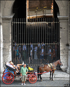 Horse-drawn carriage in front of the Colosseum (17 July 2008)