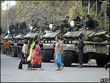Tanks near the Bangladesh Rifles headquarters in Dhaka, 26 February 2009