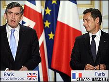 UK Prime Minister Gordon Brown (L) and French President Nicolas Sarkozy (R)
