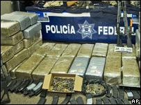 Armas y drogas incautadas.