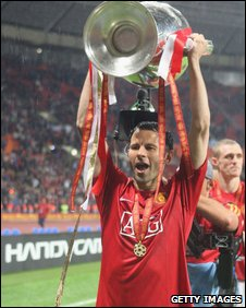 Ryan Giggs celebrates winning his second Champions League title