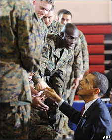 Barack Obama talks to troops in Camp Lejeune, 27 Feb
