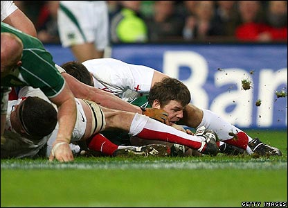 O'Driscoll scores a try for Ireland