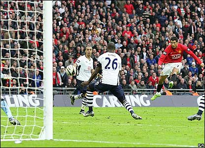Ronaldo almost wins it for Man Utd