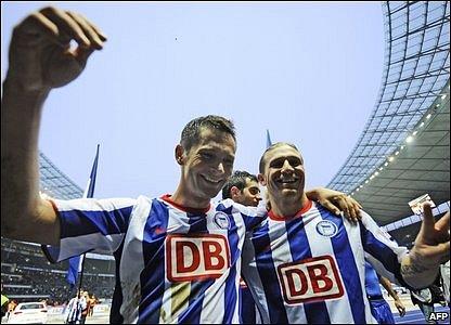 Hertha Berlin midfielder Pal Dardai and Ukrainian striker Andriy Voronin  (right)