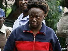 Jestina Mukoko arrives at court in Harare (24/12/2008)