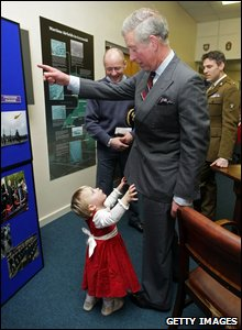 Curtsey practicing however was tiring work for the two-year-old who asked the Prince for a cwtch...