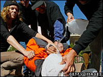 Акция протеста против пытки водой