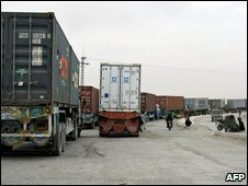 Pakistani trucks near the Pakistan-Afghanistan border in Chaman, 2 March 2009