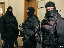 Agents from the Security Service of Ukraine inside Naftogaz (4 March 2009)