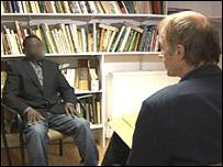 Mike Thomson entrevistando a Khalid