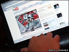 A video from the German neo-Nazi music band Lunikoff is seen on YouTube (27 August 2007)
