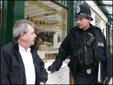 Pc Mike Smith chats to councillor Darrell Owens