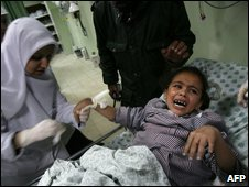 Palestinian woman and child in Gaza hospital (file photo)