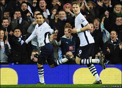Aaron Lennon celebrates scoring the third for Spurs