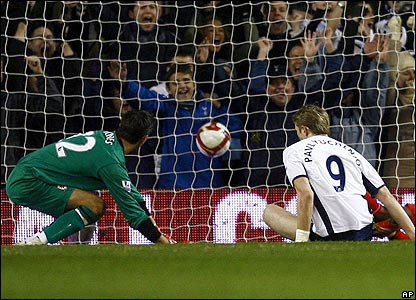 Roman Pavlyuchenko scores the second for Spurs