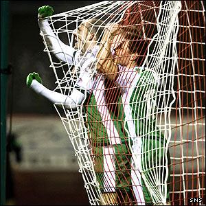 Steven Fletcher (l) celebrates his goal with John Rankin