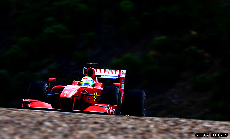 Felipe Massa pounds out the miles in his Ferrari at Jerez