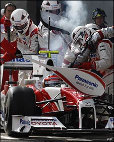 Toyota practise a pit stop with Timo Glock