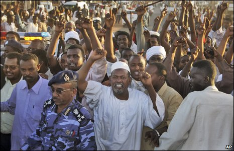 Crowds cheer as the motorcade of President Bashir passes near Khartoum, 4 March