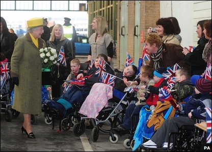 The Queen was greeted by children and well-wishers on her arrival at Hull's Paragon Interchange