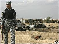 جندي عراقي في موقع التفجير