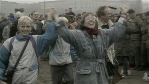 East Germans cross the Berlin wall