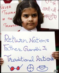 Indian schoolgirl in Amritsar protests against Gandhi sale