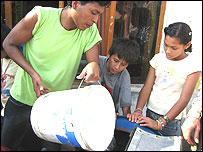 La bicilavadora en Ventanilla, Perú  (FOTO: Gwyndaf Jones/MIT)