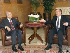 Lebanese President Michel Suleiman (left) and US envoy Jeffrey Feltman in Beirut. Photo: 06/03/09