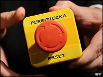 Кнопка, которую Хиллари Клинтон подарила Лаврову