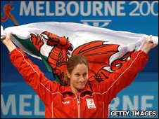 Michaela Breeze celebrates her gold medal at the 2006 Commnwealth Games
