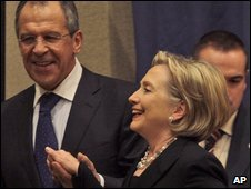 US Secretary of State Hillary Rodham Clinton and Russian Foreign Minister Sergey Lavrov in Geneva on 6 March 2009