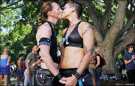 Parade-goers kiss in Sydney