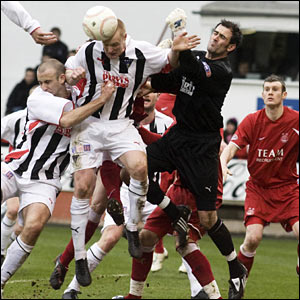 Dunfermline's Greg Shields (centre) wins the header as Paul Gallacher fails to clear the lines