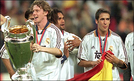 Steve McManaman (left) with the Champions League trophy he helped Real Madrid win in 2000