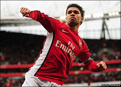 Eduardo celebrates his goal