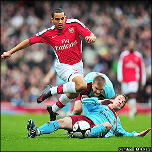 Walcott heads for goal