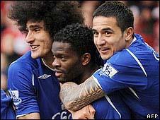 Everton celebrate Saha's second-half winner