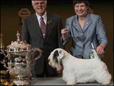 Crufts winner Charmin with with judge Peter Green and owner Marjorie Good