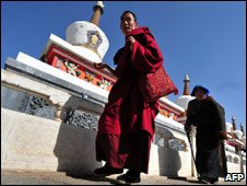 Monk, pilgrim at Kumbum monastery, near Xining, Qinghai province, China 8 Mar 09