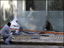 Police investigate the scene of the explosion in Athens (9 March 2009)