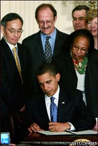 Barack Obama firma la orden levantando el veto a la investigaci�n con c�lulas madre