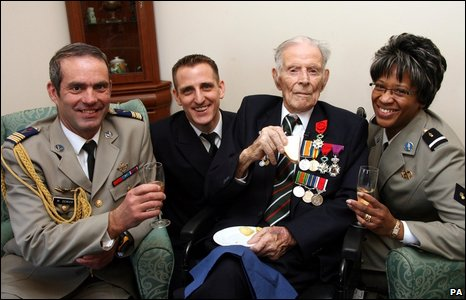 Harry Patch receives the French Legion of Honour medal