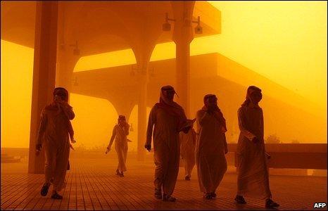 Men walk through a sand-storm in Riyadh, Saudi Arabia, 10 March 2009