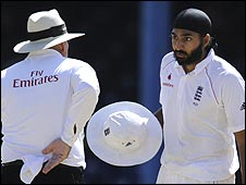 Umpire Daryl Harper and England spinner Monty Panesar